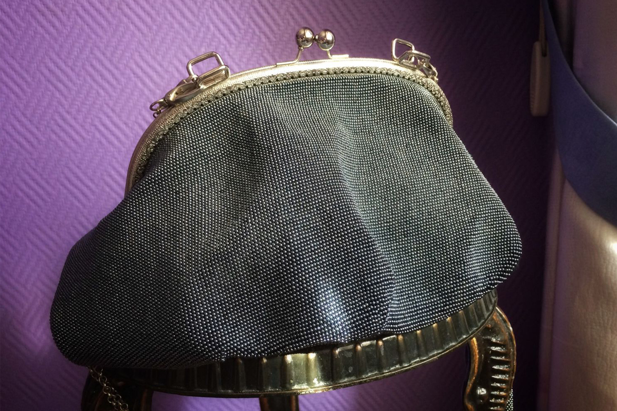 Как бисер и пайетки создают новый образ вечерней сумки-5