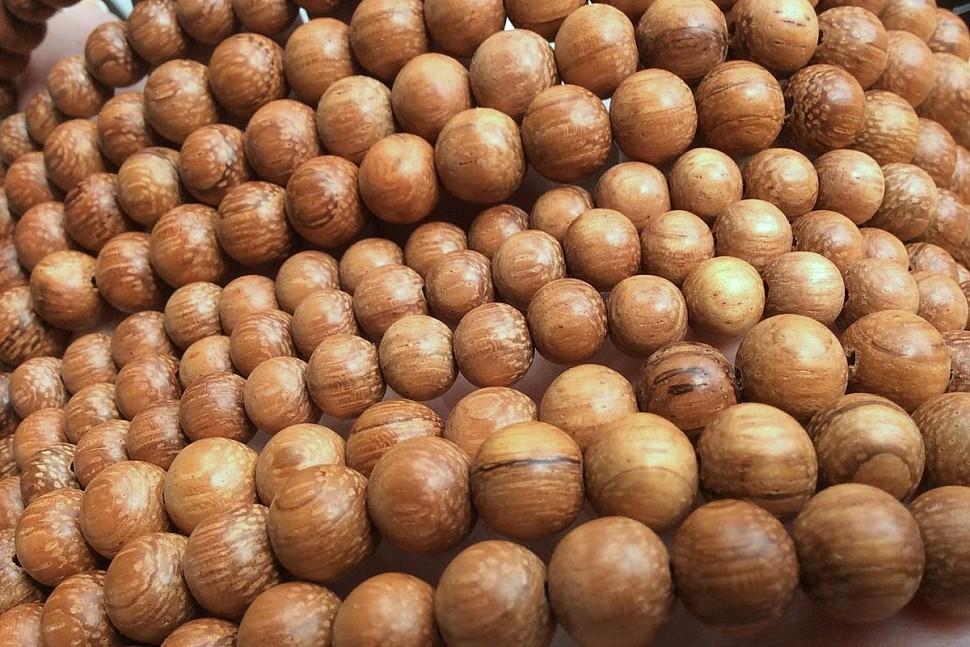Варианты украшений из деревянных бусин-2