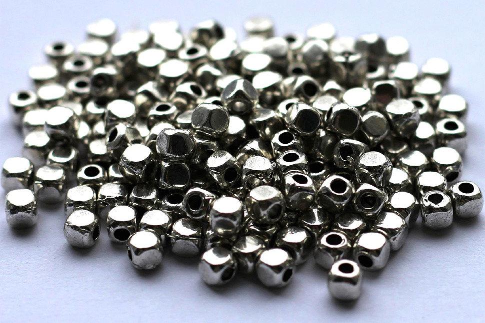 Нюансы применения бусин из металла