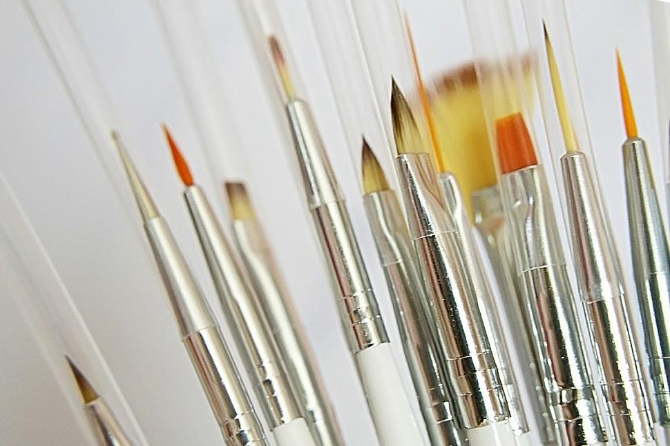 Рисуем акриловыми красками на стекле-3